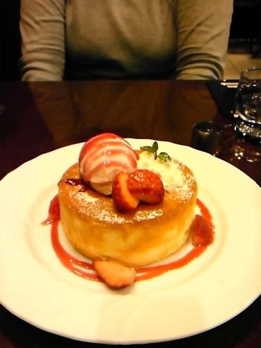 いちごのスフレパンケーキ